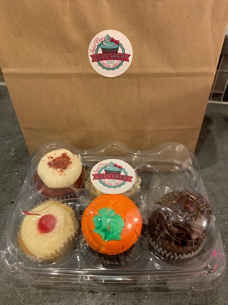 sweet dees cupcakes, sweet dees cupcakery, cupcakes winter garden, we are winter garden, winter garden experience, best cupcakes Orlando, best custom cakes Orlando,